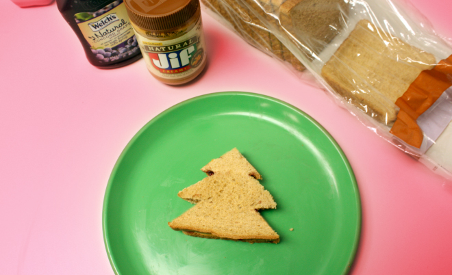 Fun Christmas lunch idea for kids on www.thecharmitspot.com